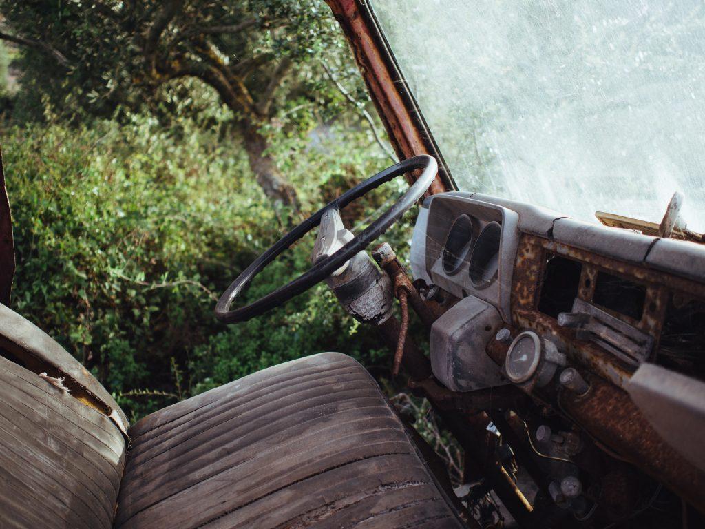 broken-car-vehicle-rust