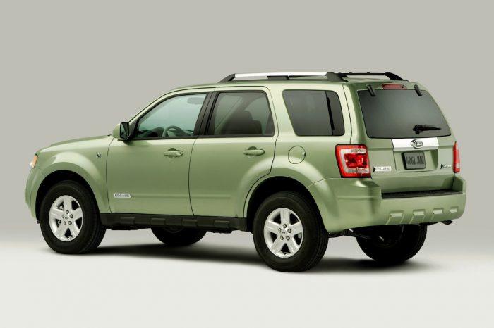 ford-escape-hybrid-2008-04-700x466